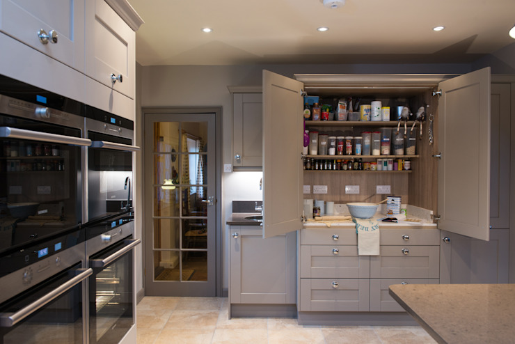 Mr & Mrs R, Kitchen, Sutton Green, Surrey Raycross Interiors مطبخ Grey