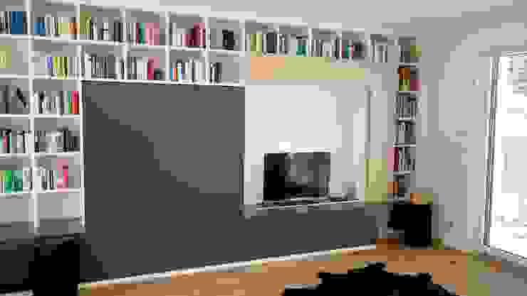 Wohnwand: modern  von creativ-moebelwerkstaetten.de,Modern