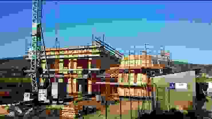 Cantiere 635: realizzazione edificio in legno con sistema costruttivo X Lam WoodLab Case moderne Legno