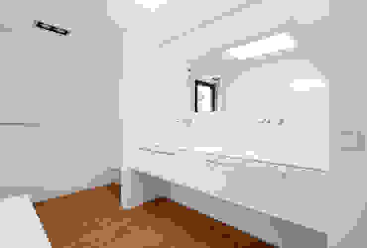 Nowoczesna łazienka od Schiller Architektur BDA Nowoczesny