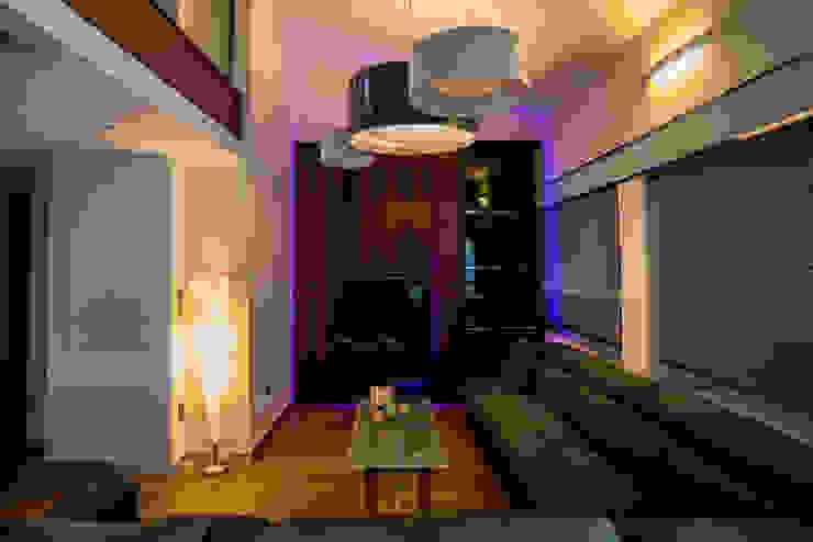 Ático Duplex, Reforma integral Salones de estilo moderno de Molina Decoración Moderno Madera Acabado en madera