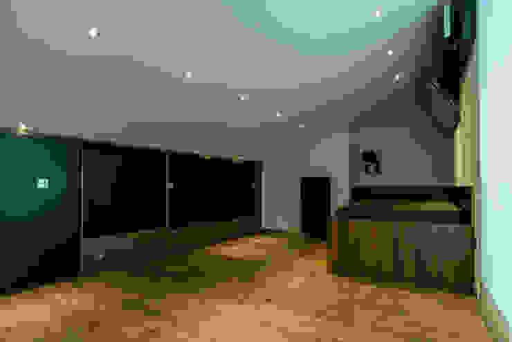 Ático Duplex, Reforma integral Dormitorios de estilo moderno de Molina Decoración Moderno