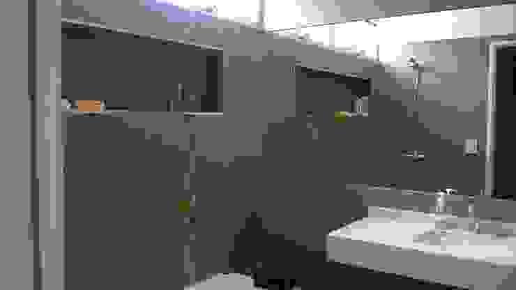 Baños de estilo  de Arq Andrea Mei   - C O M E I -, Moderno