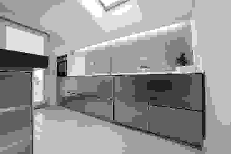 Kitchen by Mario Ferrara, Modern