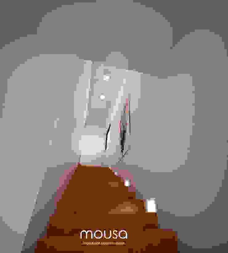 mousa / Inspiración Arquitectónica Modern corridor, hallway & stairs