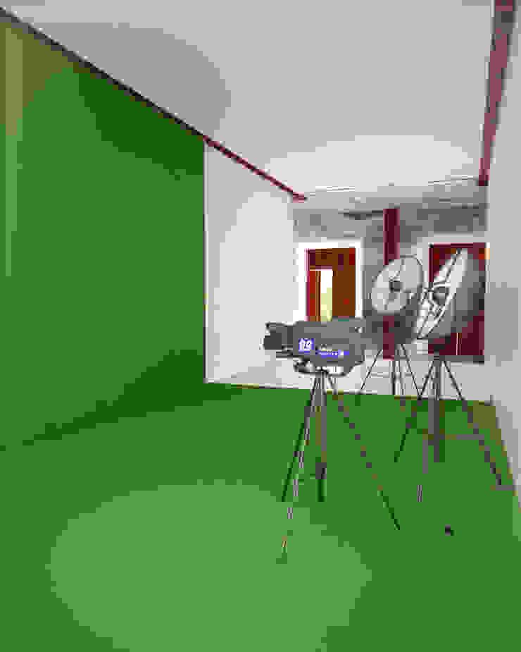 A HOUSE FOR... Estudios y despachos rústicos de mousa / Inspiración Arquitectónica Rústico