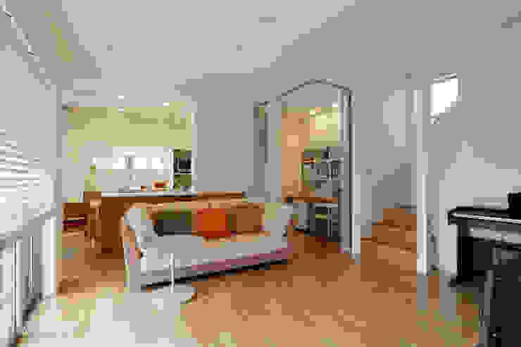 Modern Living Room by シーズ・アーキスタディオ建築設計室 Modern