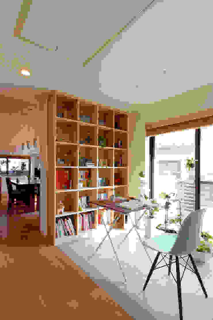 コージーコーナー モダンデザインの 多目的室 の シーズ・アーキスタディオ建築設計室 モダン