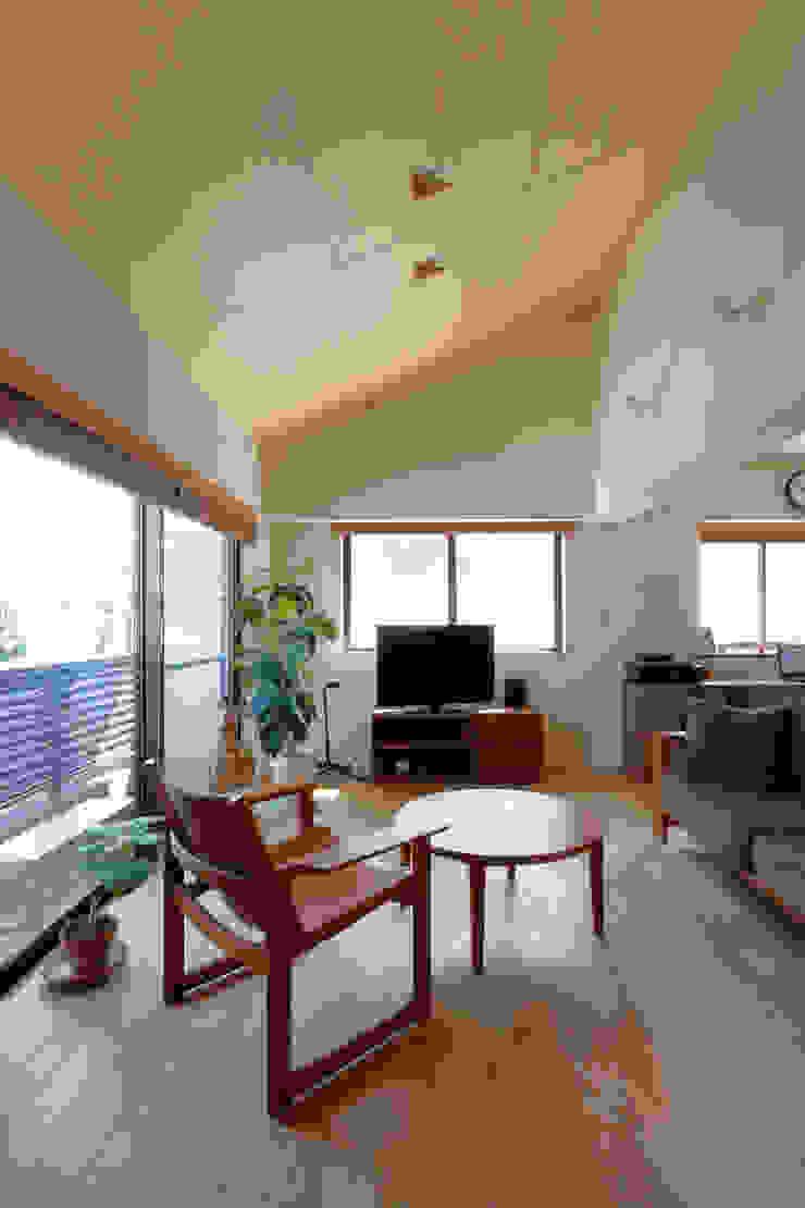リビング モダンデザインの リビング の シーズ・アーキスタディオ建築設計室 モダン