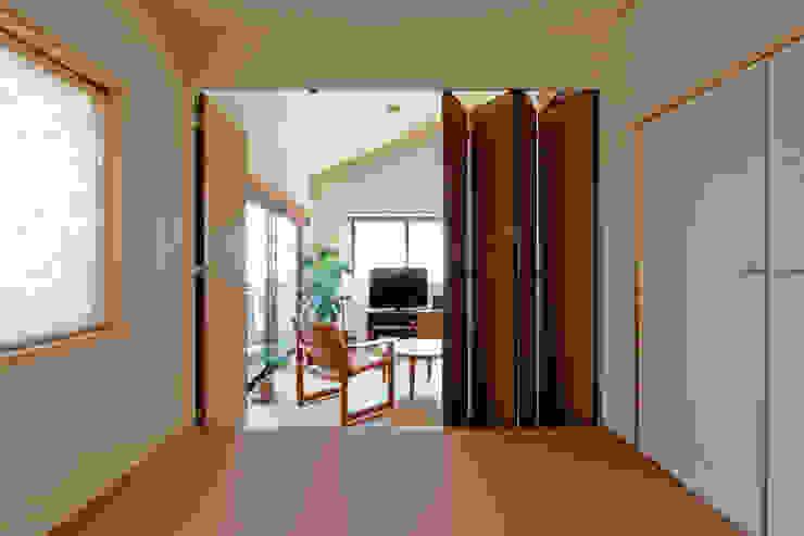和室-リビング モダンデザインの リビング の シーズ・アーキスタディオ建築設計室 モダン