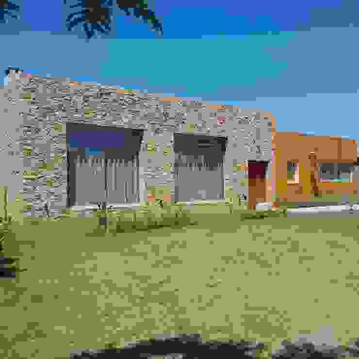 Lagos del Golf,Nordelta,Tigre Casas modernas: Ideas, imágenes y decoración de APH Moderno Piedra
