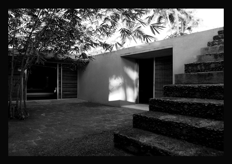 Courtyard Minimalist houses by GDKdesigns Minimalist