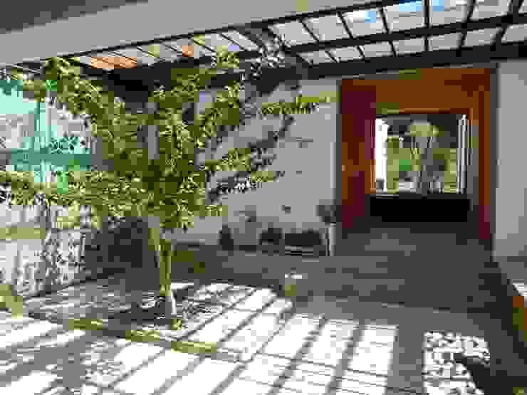 Patio Jardines de estilo moderno de interior137 arquitectos Moderno