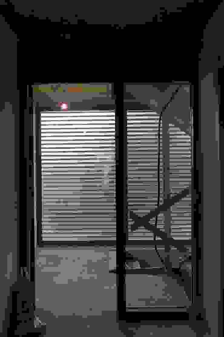 Diepengaerde Valkenburg Lb Moderne gangen, hallen & trappenhuizen van DI-vers architecten - BNA Modern
