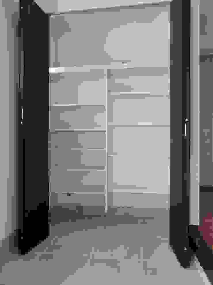 Modern corridor, hallway & stairs by (株)スペースデザイン設計(一級建築士事務所) Modern