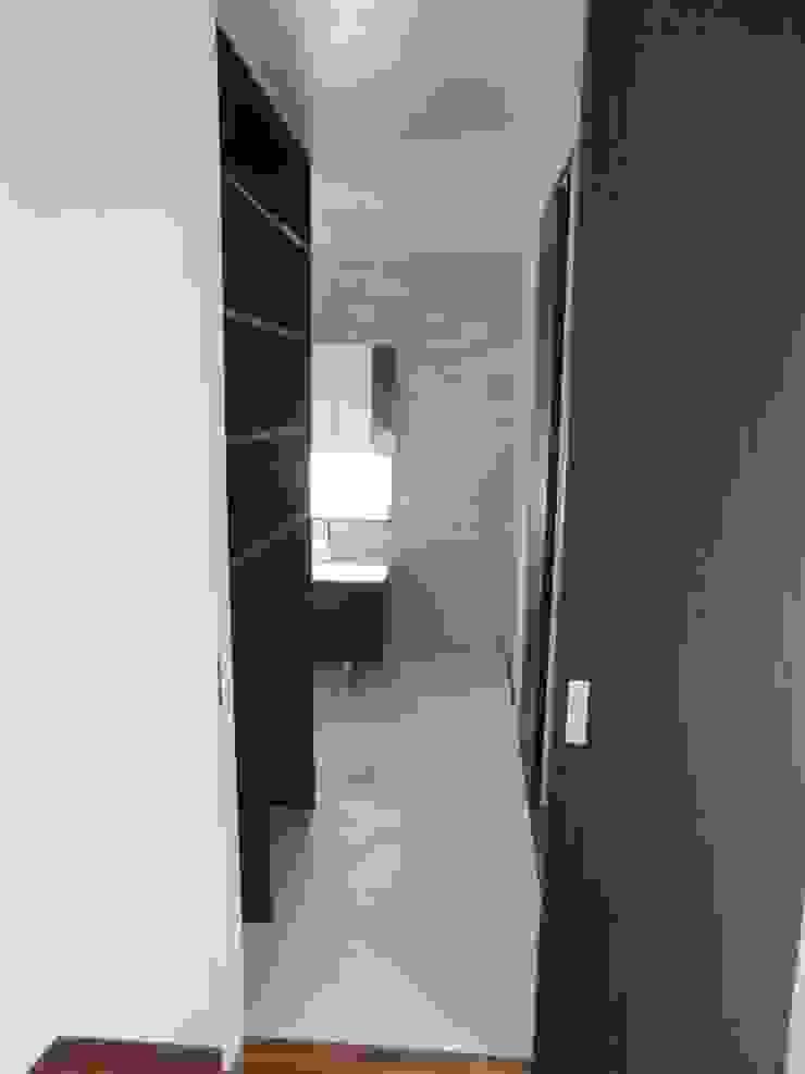 por (株)スペースデザイン設計(一級建築士事務所) Moderno Madeira Efeito de madeira