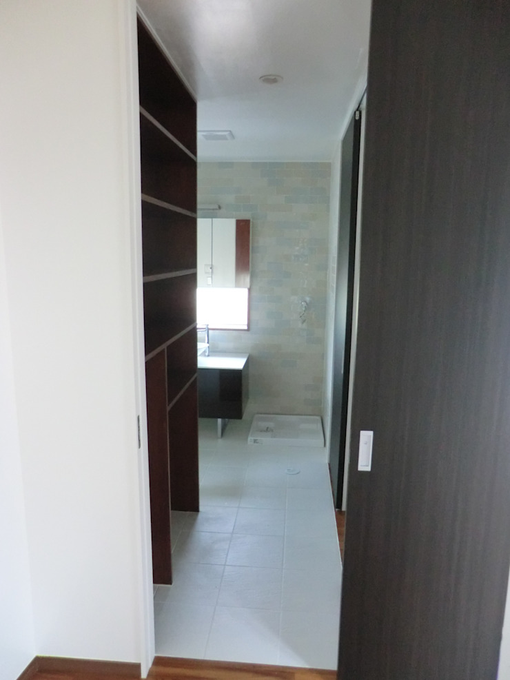 de (株)スペースデザイン設計(一級建築士事務所) Moderno Madera Acabado en madera