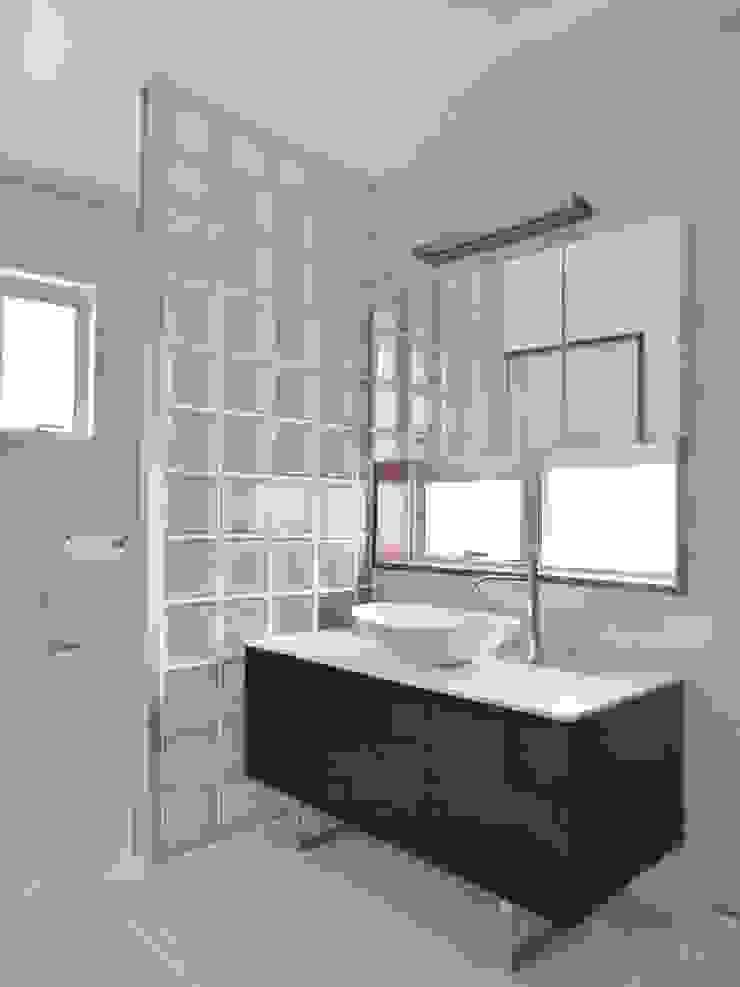 Closets por (株)スペースデザイン設計(一級建築士事務所) Moderno