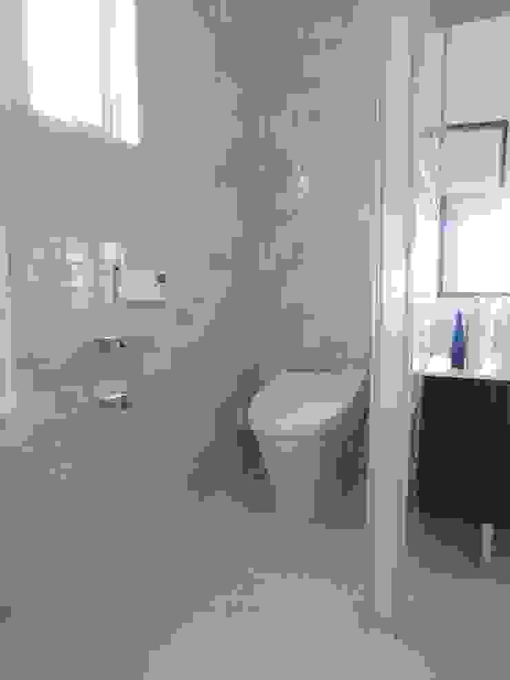現代浴室設計點子、靈感&圖片 根據 (株)スペースデザイン設計(一級建築士事務所) 現代風