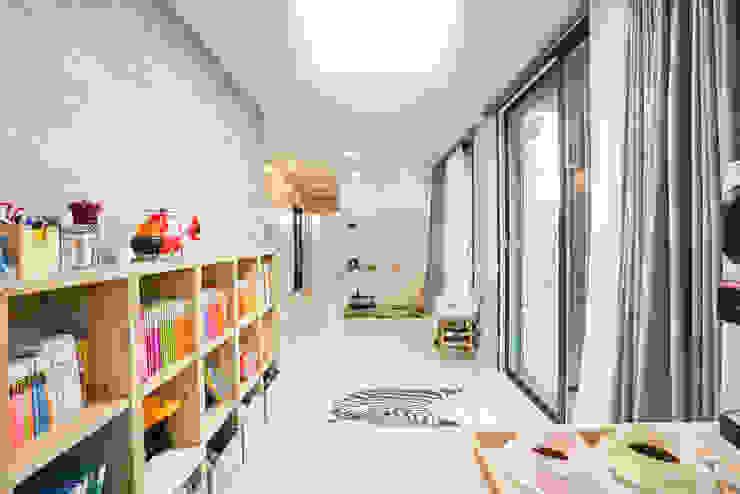 Livings modernos: Ideas, imágenes y decoración de 한글주택(주) Moderno