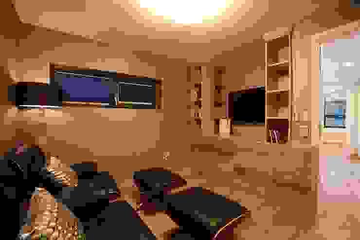 Salas multimedia modernas de 한글주택(주) Moderno