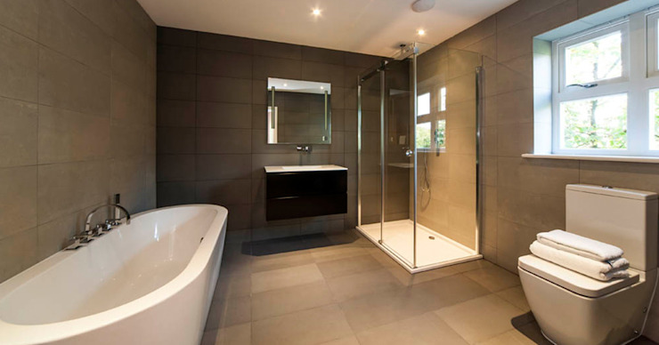 Bath & Shower Suite Classic style bathroom by Aqua Platinum Projects Classic