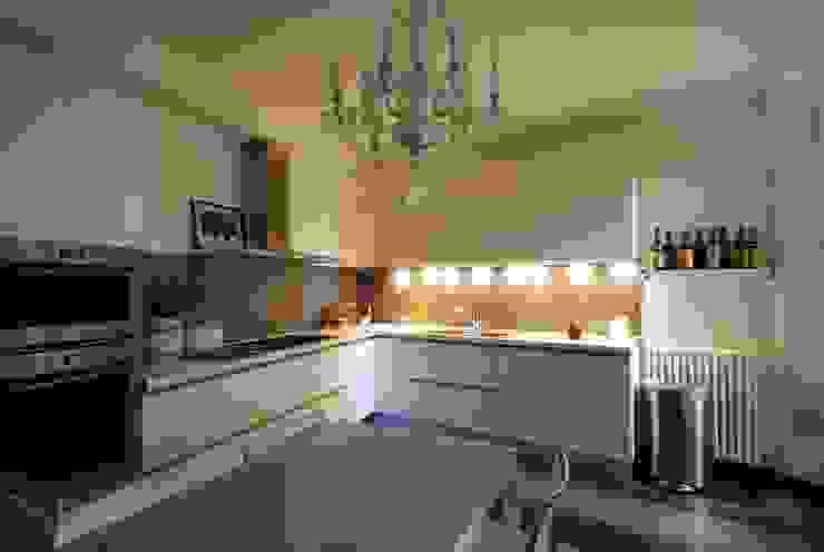 Cucina Cucina in stile classico di STUDIO ARCHIFIRENZE Classico