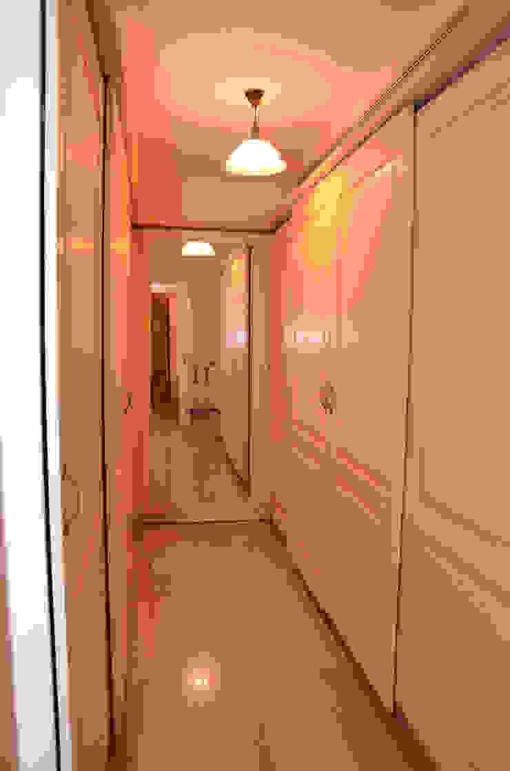 Tania Mariani Architecture & Interiors Ruang Ganti Klasik Kayu Beige
