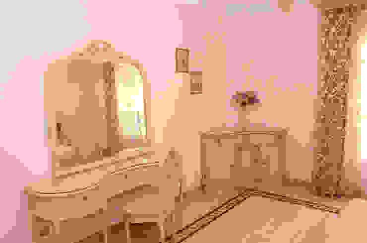 Tania Mariani Architecture & Interiors BedroomWardrobes & closets Kayu Beige