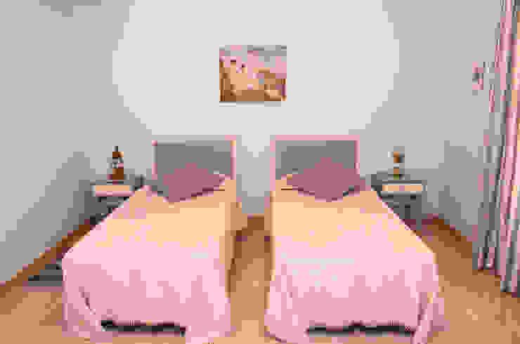 Tania Mariani Architecture & Interiors BedroomTextiles Kayu Grey