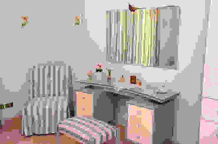 Tania Mariani Architecture & Interiors BedroomWardrobes & closets Tekstil Grey