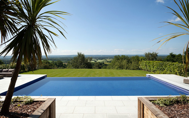 Treveuex Hill Classic style pool by Aqua Platinum Projects Classic