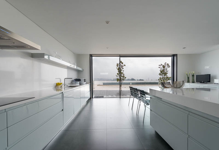 Kitchen by BLK-Porto Arquitectura