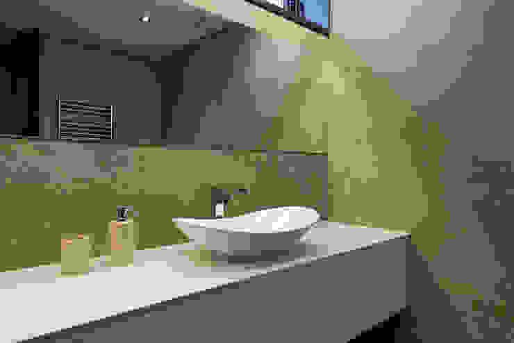Casa CS Casas de banho minimalistas por BLK-Porto Arquitectura Minimalista