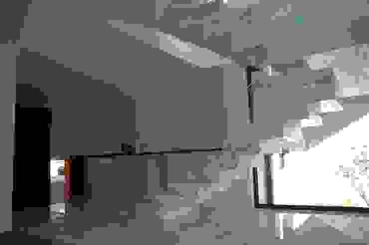 Casa AF Corredores, halls e escadas minimalistas por BLK-Porto Arquitectura Minimalista