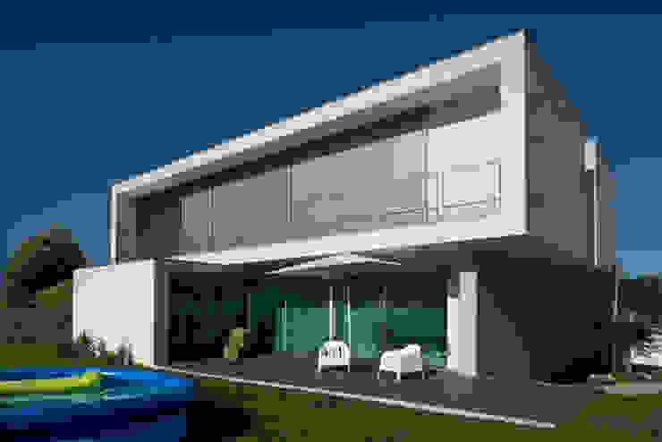 Casa MR: Casas  por BLK-Porto Arquitectura,Minimalista