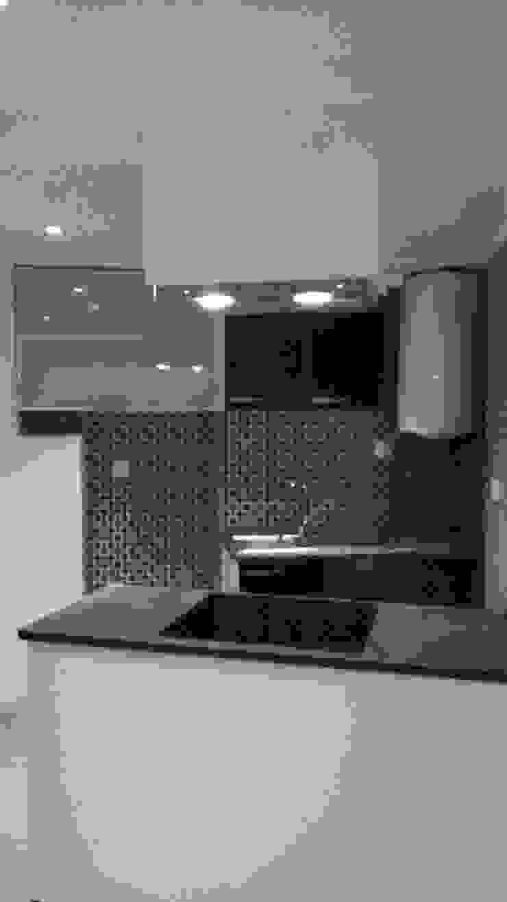 Cozinha Kitchnet 1º andar - Depois por Alma Prima Construções,Lda.