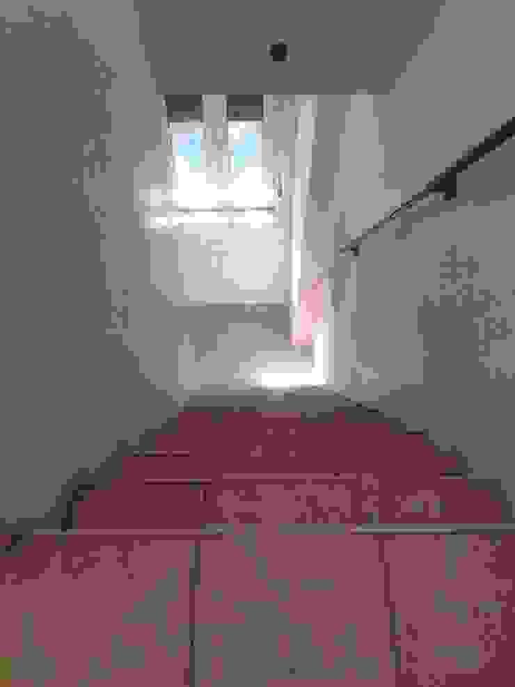 Escadas para 2º andar - Antes por Alma Prima Construções,Lda.