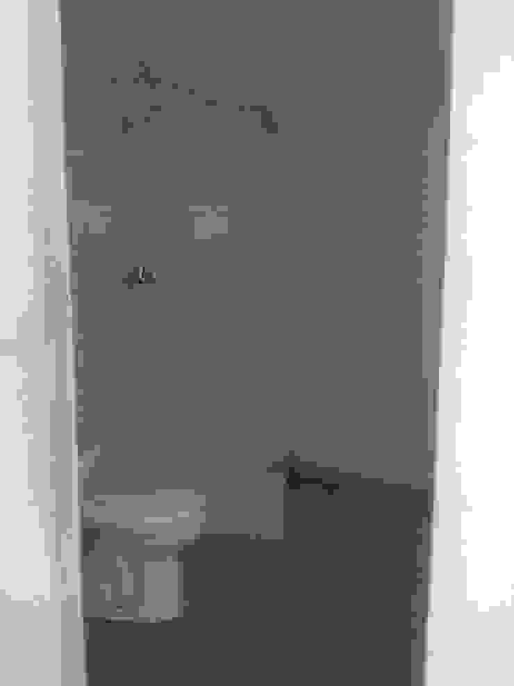 Wc da suite 2º andar - Antes por Alma Prima Construções,Lda.
