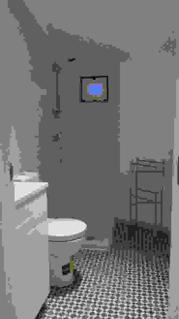 Wc da suite 2º andar - Depois por Alma Prima Construções,Lda.