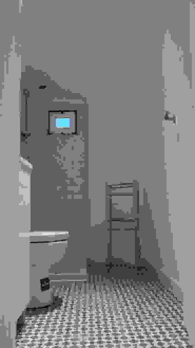 Wc suite 2º andar - Depois por Alma Prima Construções,Lda.