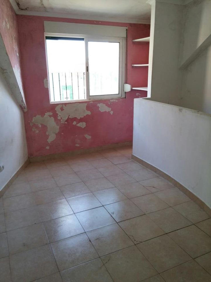Suite 2º andar - Antes por Alma Prima Construções,Lda.