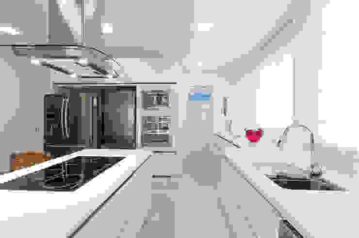 RESIDÊNCIA Cozinhas ecléticas por Débora Belli Arquitetura & Interiores Eclético