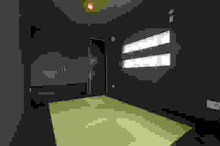 和室: i.u.建築企画が手掛けた現代のです。,モダン 木材・プラスチック複合ボード