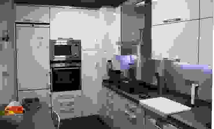 Diseño y reforma integral de piso. Cocinas de estilo moderno de COINA Moderno
