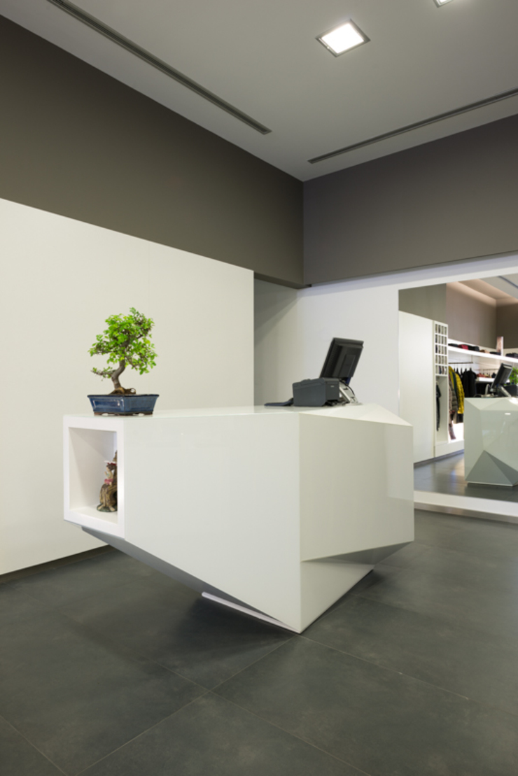 Alfaiataria Carlos Sousa Lojas e Espaços comerciais minimalistas por BLK-Porto Arquitectura Minimalista