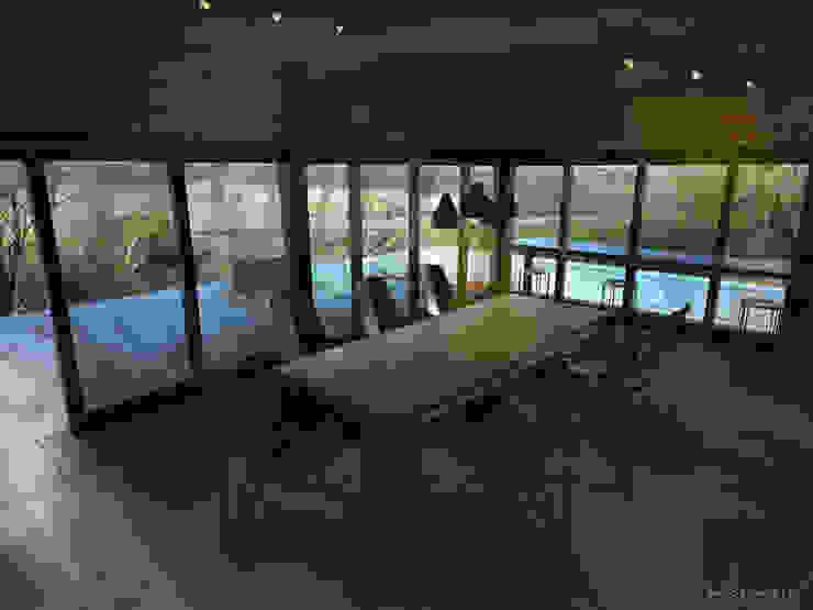 Brick House Comedores mediterráneos de ZUM ARQUITECTURA Mediterráneo