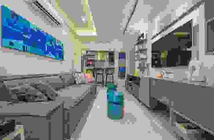 Living room by EMMILIA CARDOSO DESIGNERS ASSOCIADOS,