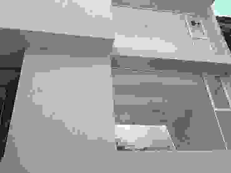 FACHADA PRINCIPAL Casas minimalistas de Alejandra Zavala P. Minimalista