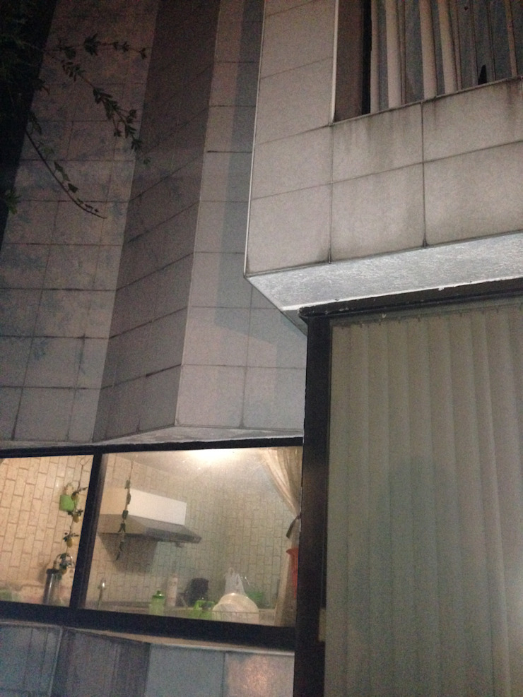 FACHADA TRASERA VENTANA DE COCINA ANTES DE REMODELAR Casas modernas de Alejandra Zavala P. Moderno
